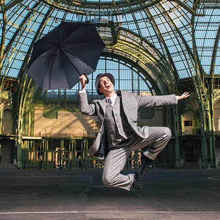 Singin'in the Rain in the central hall of the Grand Palais
